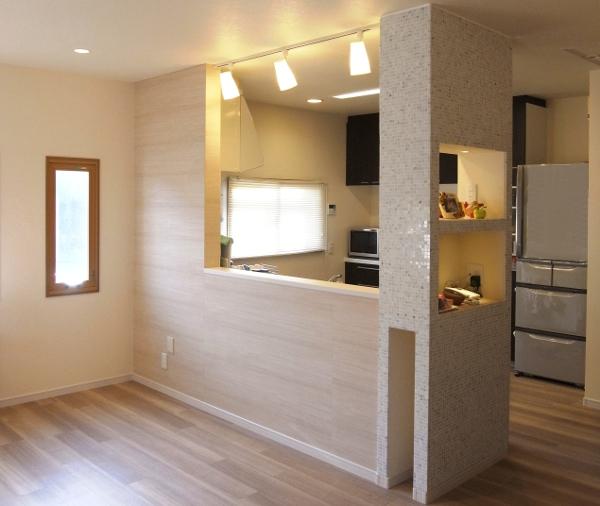 NO15.セミオープンキッチンと造作家具