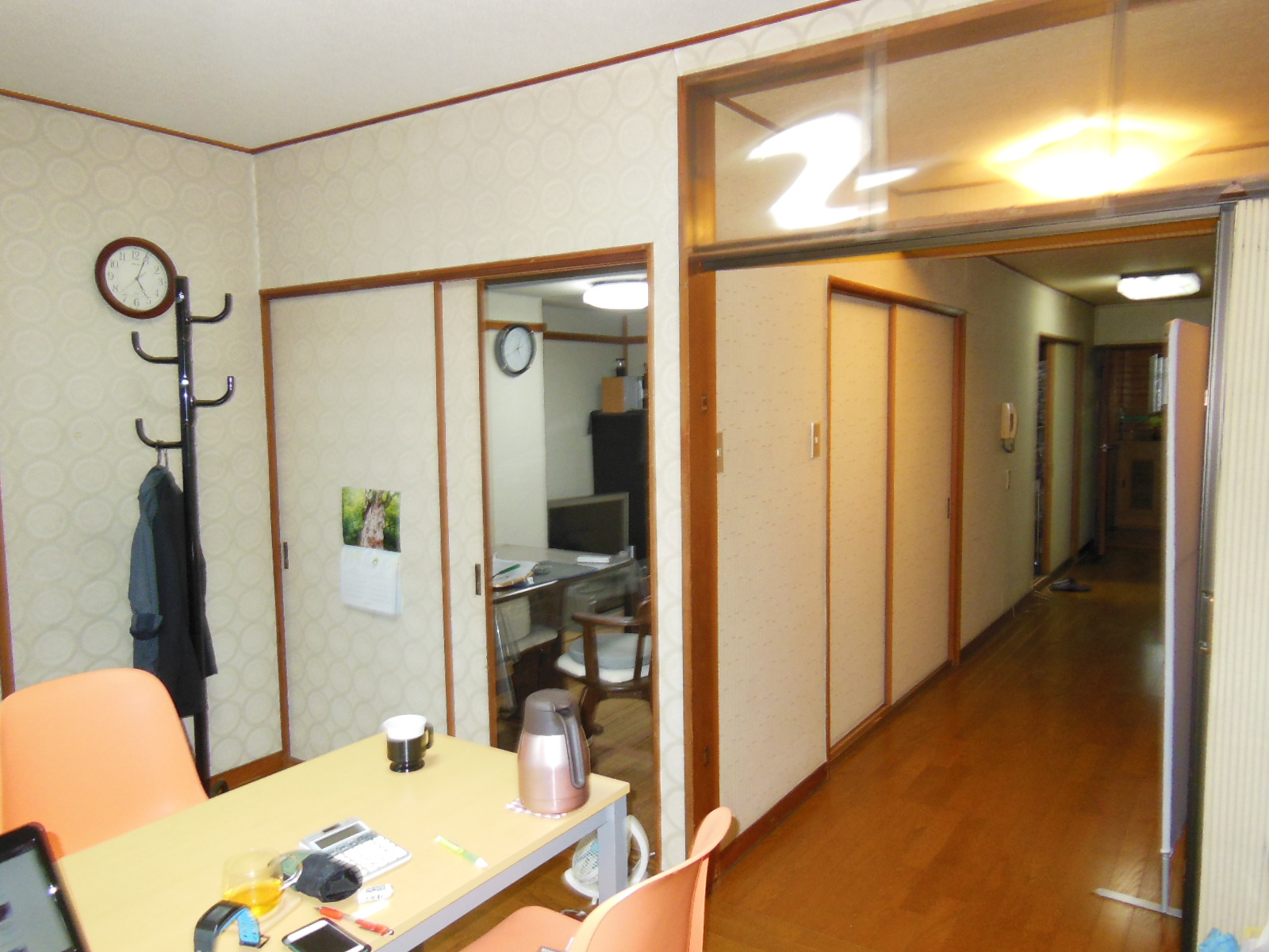 NO98.赤が映えるキッチンのマンションリフォーム施工前2