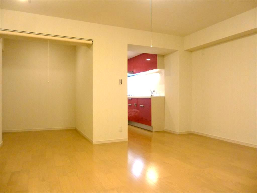 NO98.赤が映えるキッチンのマンションリフォーム