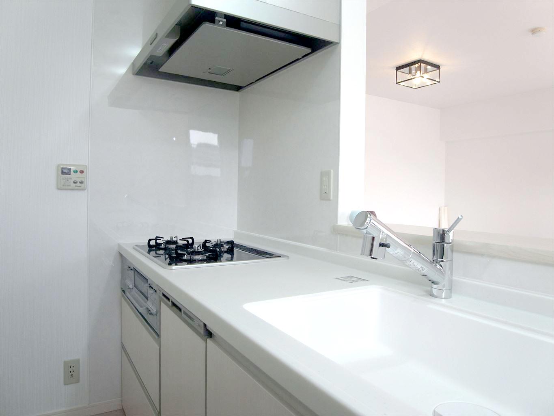 NO90.真っ白な清潔感のあるキッチン